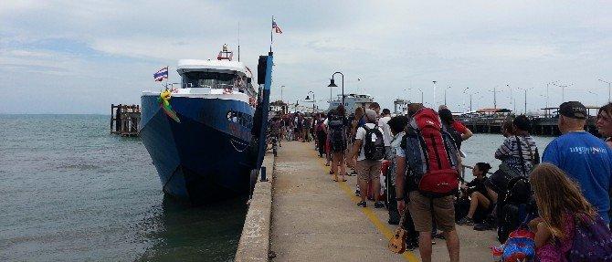 Passengers boarding at Na Thon Pier