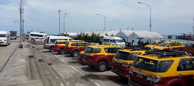 Taxis and minivans at Na Thon Pier