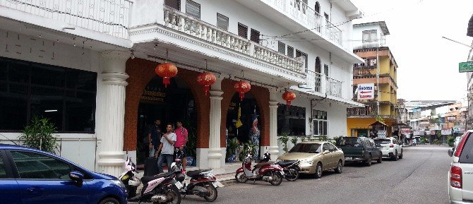 Entrance to the Thairungruang Backpackers Hotel