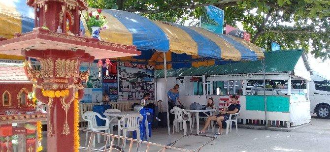 Waiting area at Big Buddha Pier