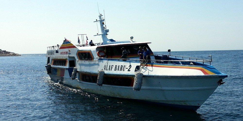 Langkawi Ferry docking at Koh Lipe Floating Pier